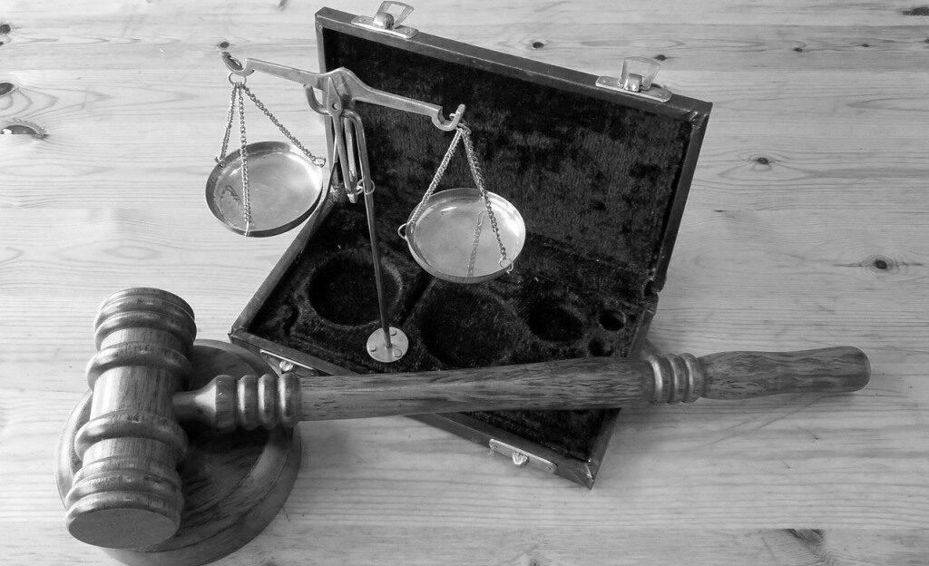 silencio acusado prueba indicios